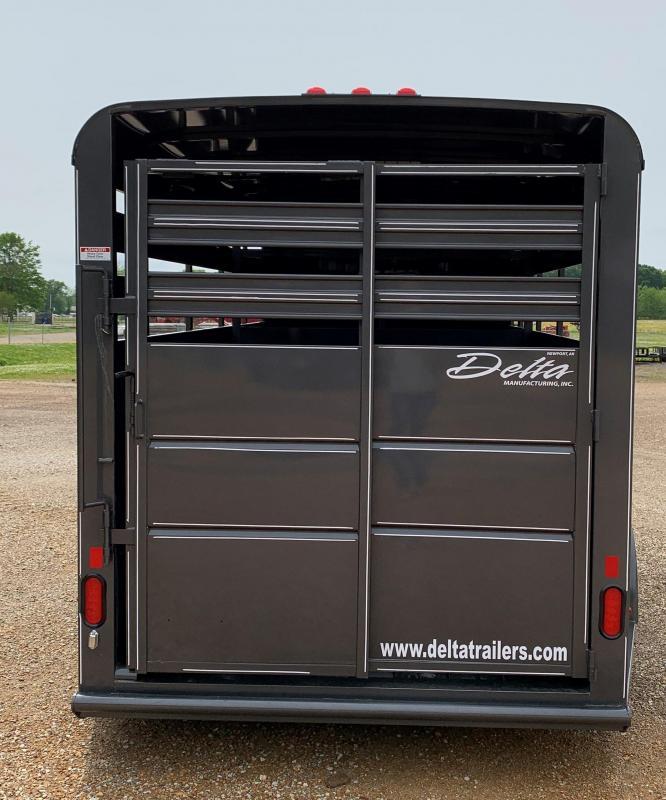 2020 Delta Manufacturing 500 ES SERUES Livestock Trailer