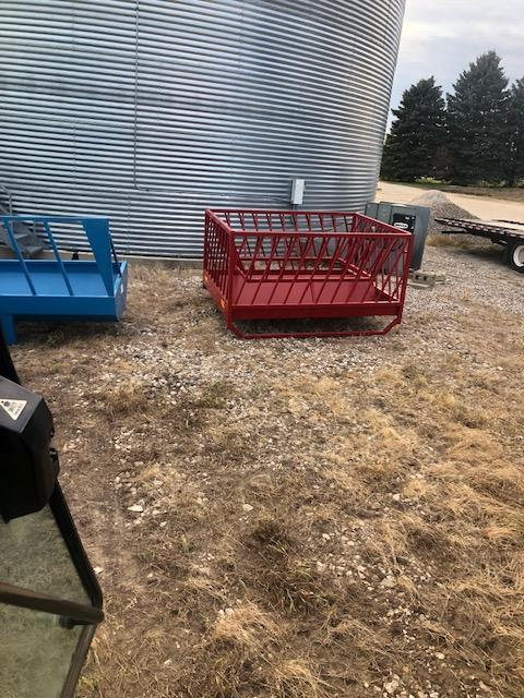 2010 PMC model 400 sheep and goat feeder