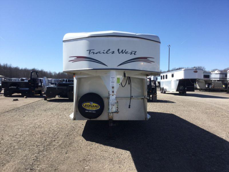 2000 Trails West Manufacturing SS200 Horse Trailer