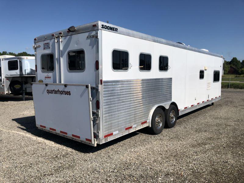 2006 3 HORSE SOONER GOOSENECK W/KIVING QUARTERS HORSE TRAILER