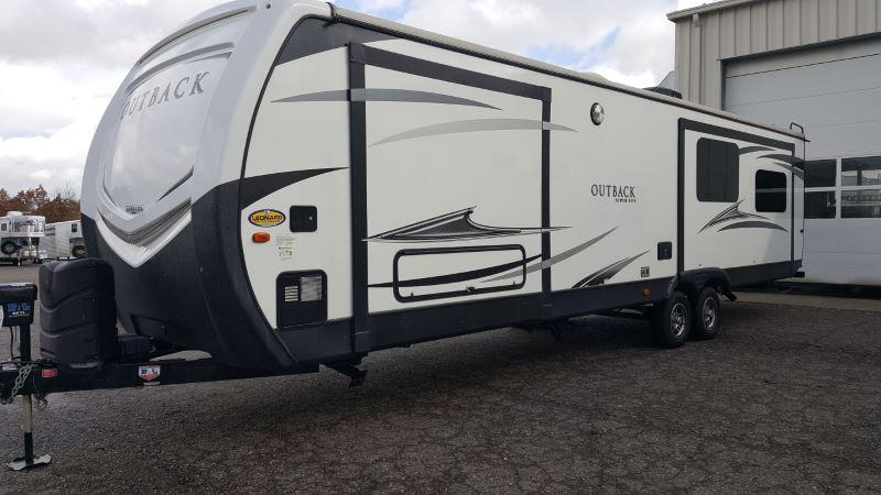 2017 KEYSTONE TRAVEL TRAILER