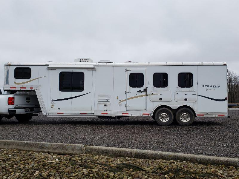 2010 3 HORSE BISON GOOSENECK W/LIVING QUARTERS HORSE TRAILER