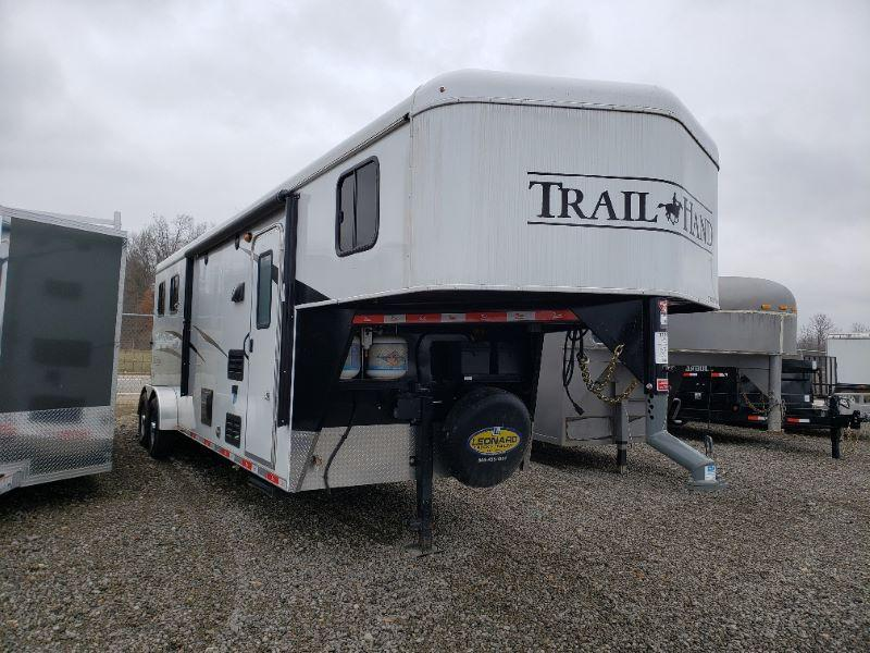 3 HORSE BISON COACH GOOENECK W/LIVING QUARTERS HORSE TRAILER
