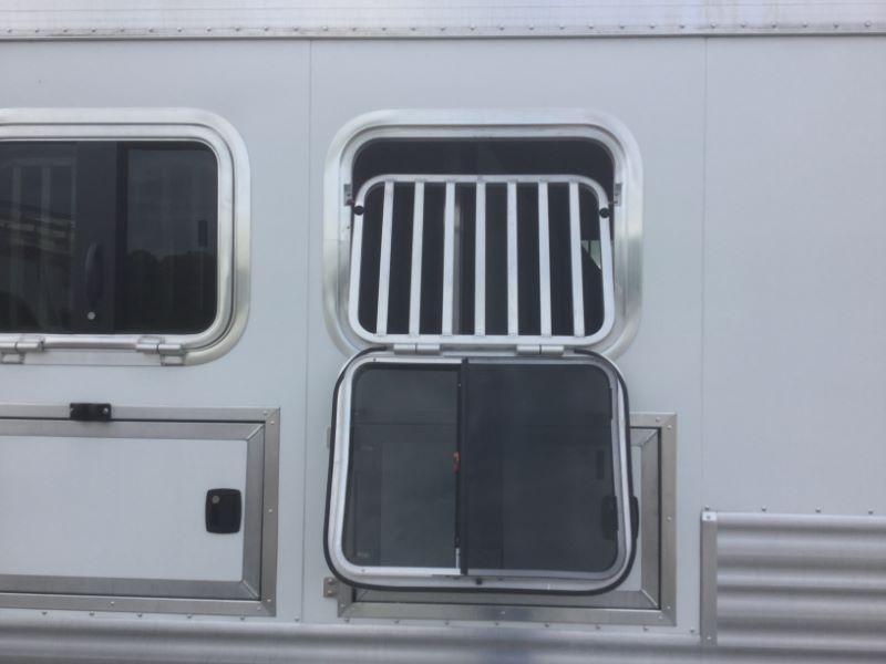 2014 3 HORSE BLUE RIBBON GOOSENECK LIVING QUARTERS HORSE TRAILER
