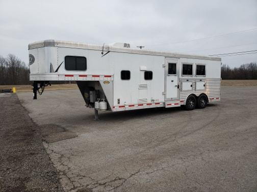 2017 3 HORSE SIERRA GOOSENECK WITH LIVING QUARTERS HORSE TRAILER