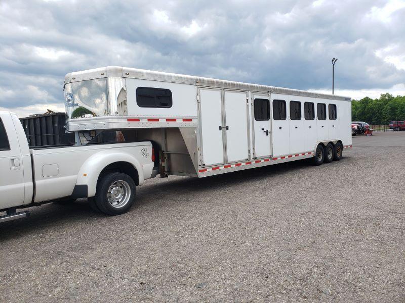 2013 6 HORSE BLUE RIBBON GOOSENECK W/DRESS HORSE TRAILER