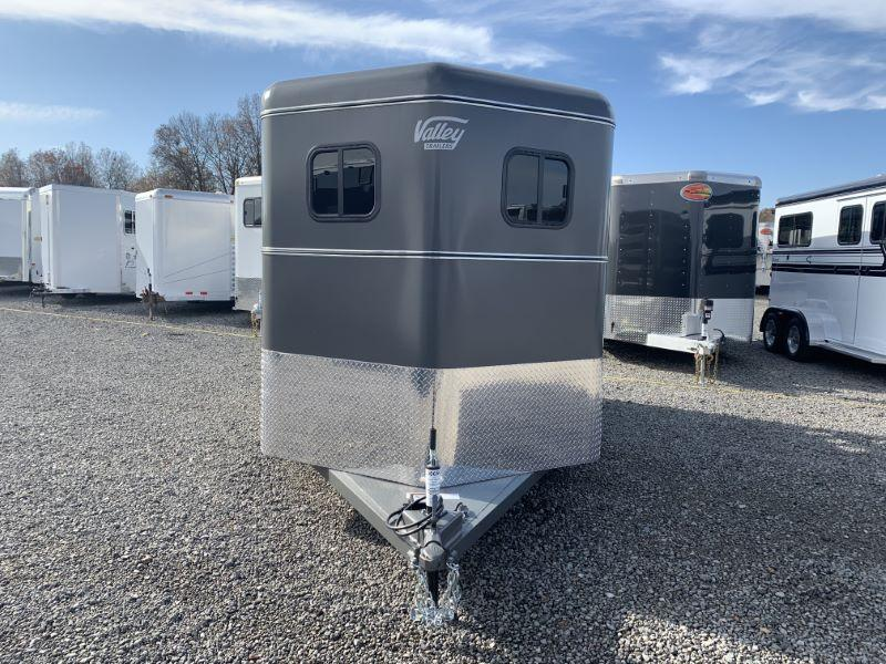 2020 2 HORSE VALLEY BUMPER PULL W/DRESS HORSE TRAILER