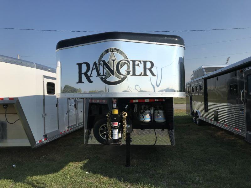 2020 3 HORSE BISON GOOSENECK LIVING QUARTER HORSE TRAILER