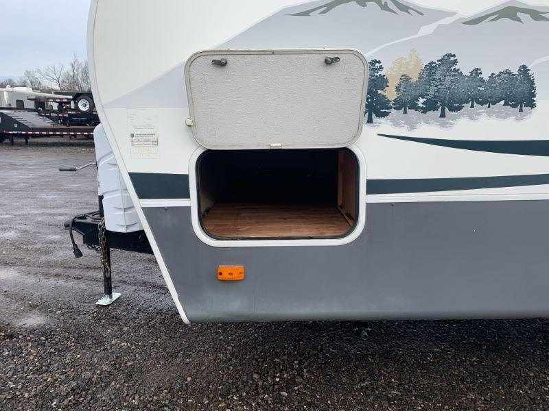 2009 FLEETWOOD BUMPER PULL TRAVEL TRAILER