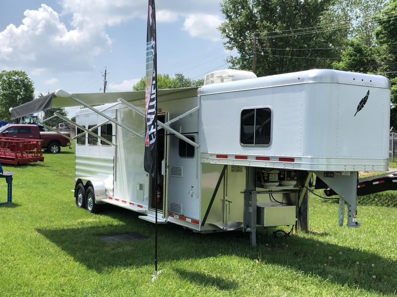 2018 Featherlite 3H 8533 w/ 8ft Liberty SE Living Quarters
