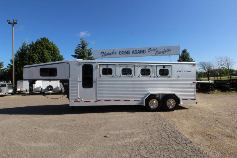 1996 Pacesetter Trailers 4HR GN Horse Trailer