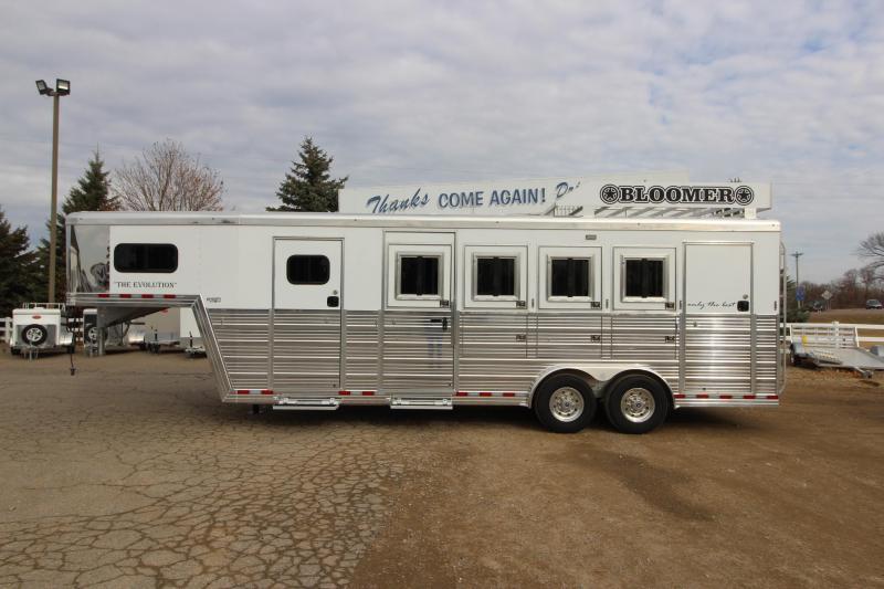 2019 Bloomer 4HR Trainer Trailer Horse Trailer