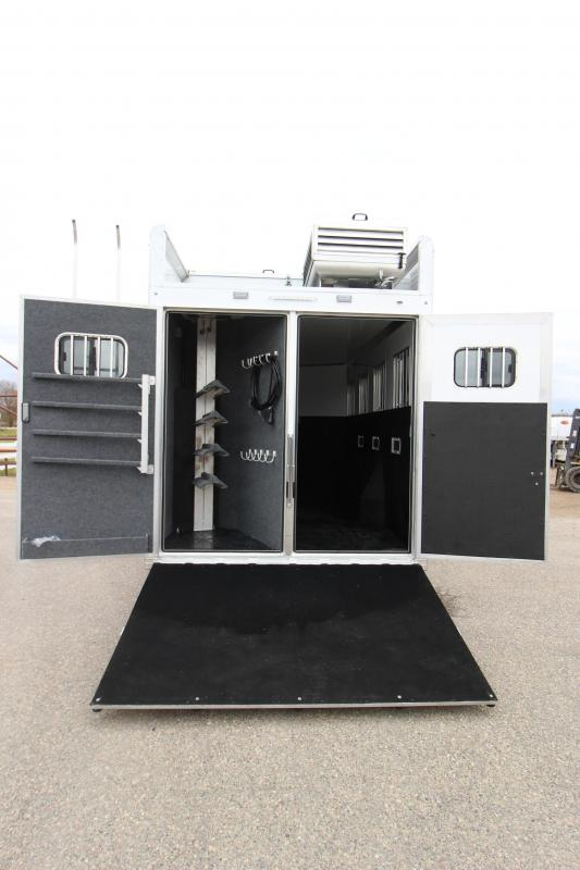 2020 Bloomer 4HR GN 14 LQ Horse Trailer