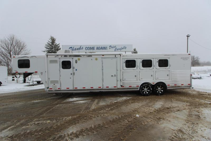 2003 Integrity Trailers 3HR 10' LQ MT Horse Trailer