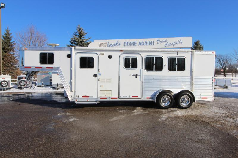 2007 Featherlite 3HR 6' LQ Horse Trailer