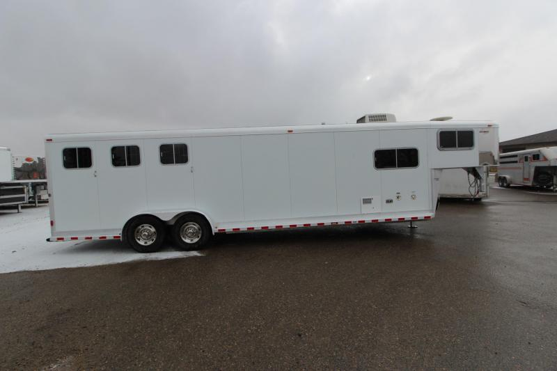 2003 Sooner 3HR 7' LQ MT Horse Trailer