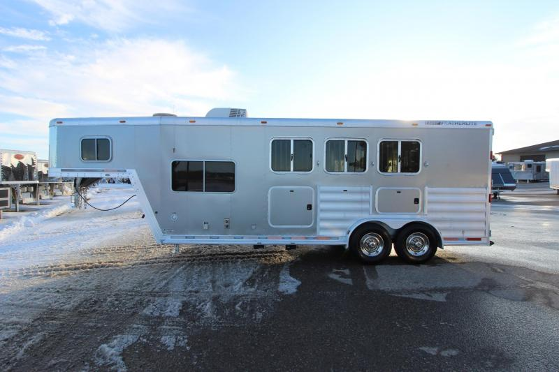 2009 Featherlite 3HR 8' LQ Horse Trailer