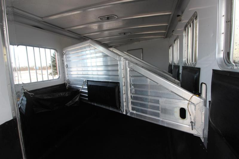 2003 Featherlite 4HR 13' LQ Horse Trailer