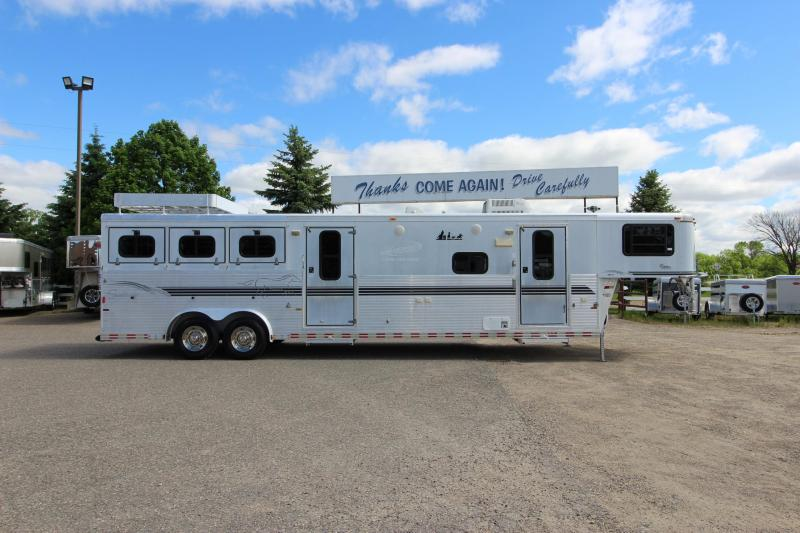 2001 Sundowner Trailers 3HR LQ MT Horse Trailer