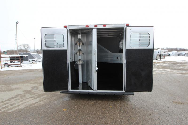 1995 Sooner 3HR Slant load GN Horse Trailer
