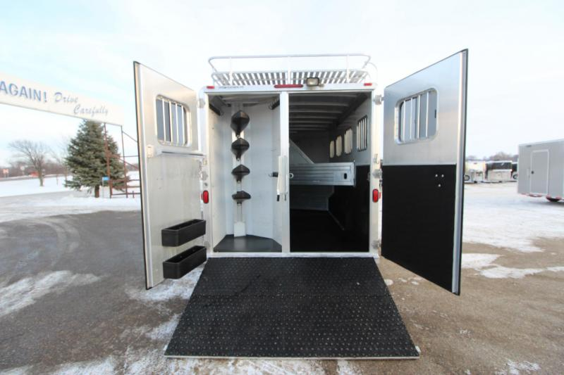 2004 Featherlite 4HR Slant Load GN 13' LQ Horse Trailer