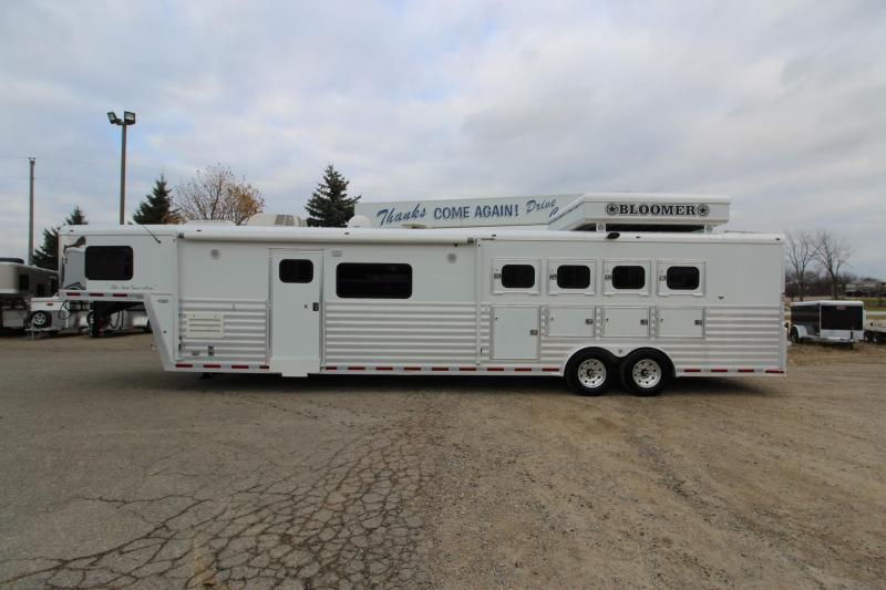 2005 Bloomer 4HR 17' LQ Horse Trailer