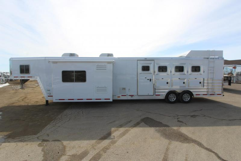 2018 Featherlite 4HR 17.5 LQ w/Slide Horse Trailer