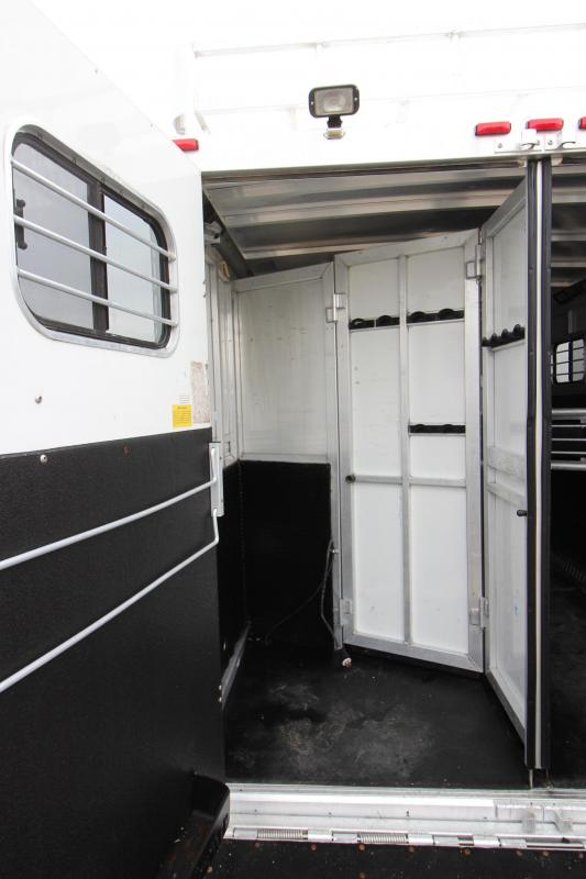 1997 Sundowner Trailers 4HR GN 14 LQ Horse Trailer