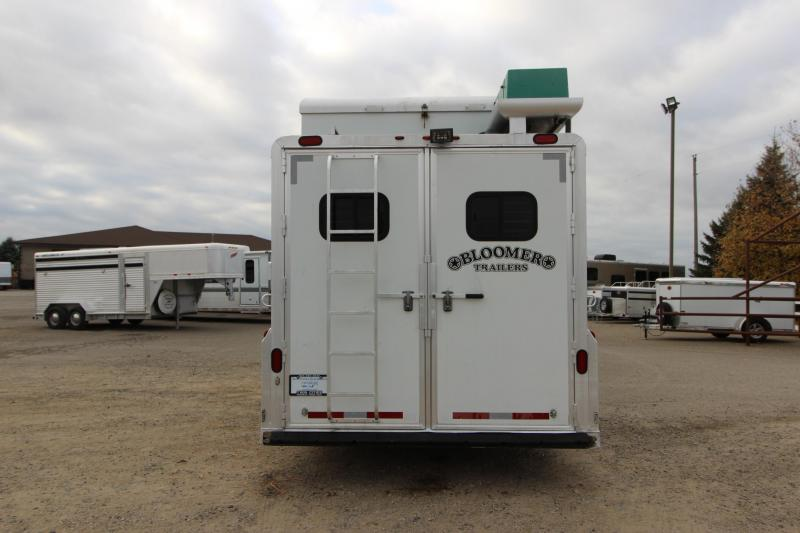 2005 Bloomer 4HR GN 17 LQ with 6' Slide Horse Trailer