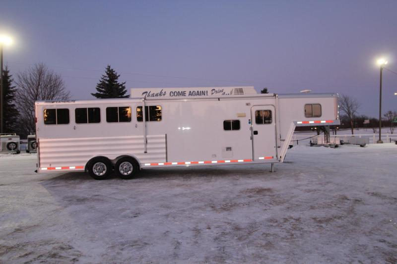 2013 Featherlite 4HR 9.5' LQ Horse Trailer