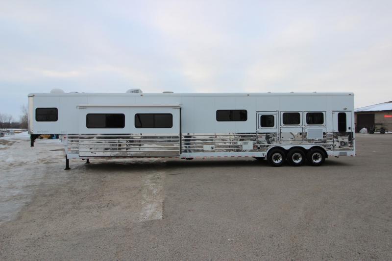 2007 Sundowner Trailers 3HR 19' LQ Horse Trailer