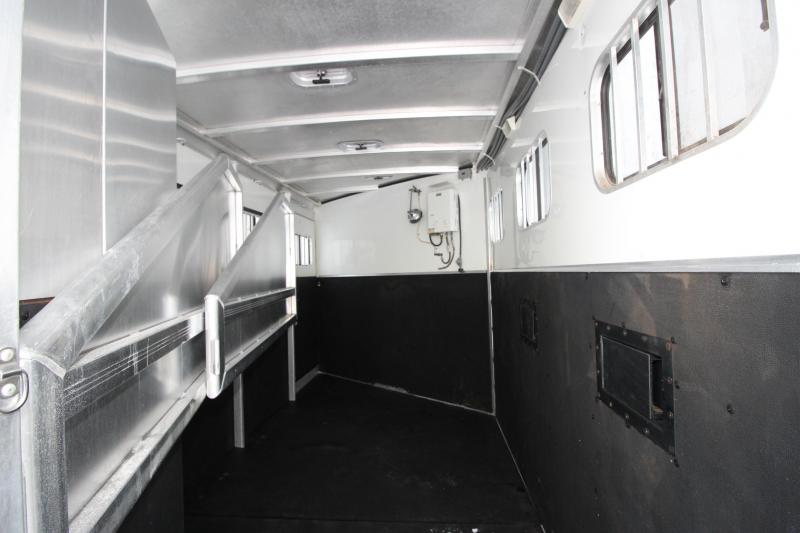 2007 Exiss Trailers 3HR Slant Load GN Horse Trailer