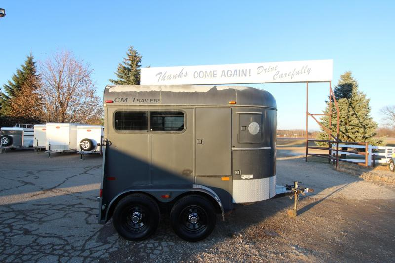 2002 CM 2HR BP Horse Trailer