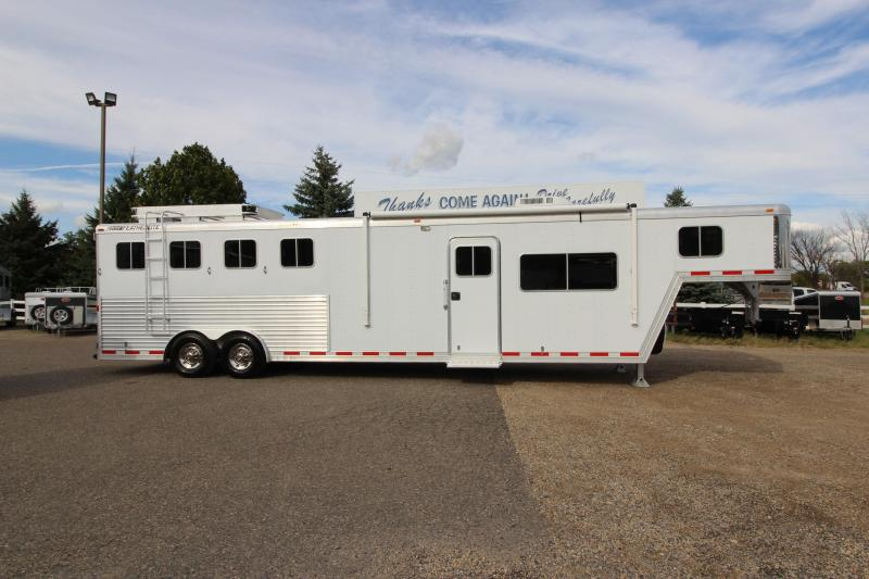 2002 Featherlite 4HR 13 LQ Horse Trailer