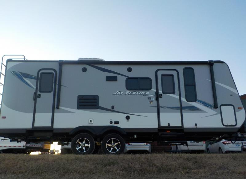 2017 JAYCO JAY FEATHER TRAVEL TRAILER