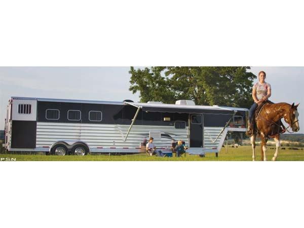 2016 Exiss 8310 Horse Trailer