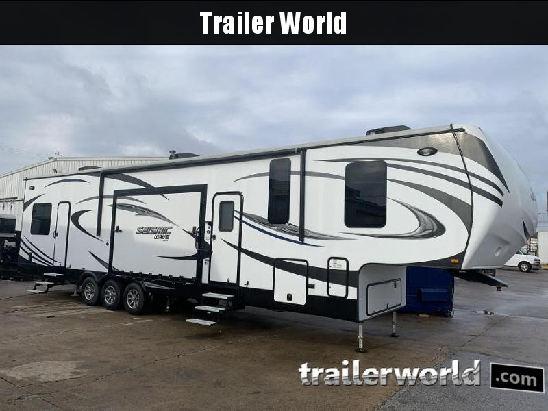 2016 Jayco Seismic Wave 400W Toy Hauler RV