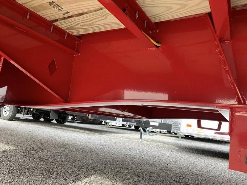 2020 Diamond C FMAX210 32' Hydraulic Dovetail Gooseneck Trailer