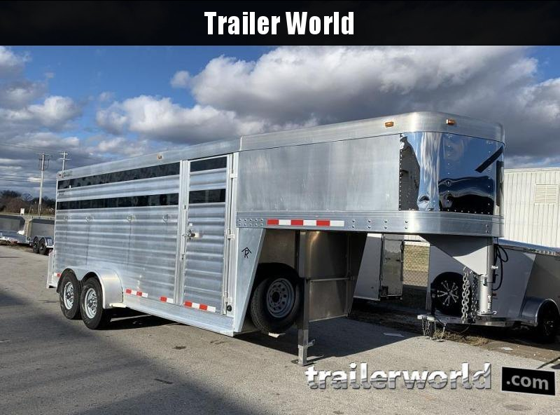 2013 Cherokee Santa Fe Horse Trailer