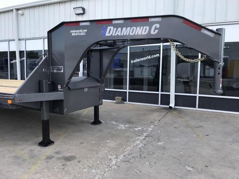 2020 Diamond C FMAX210 32' Hydraulic Dovetail Gooseneck Flatbed Trailer