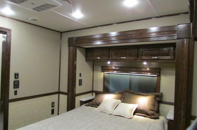 2020 Showhauler 5 Slides  Bunk Beds 35QFSSL-B Class A RV