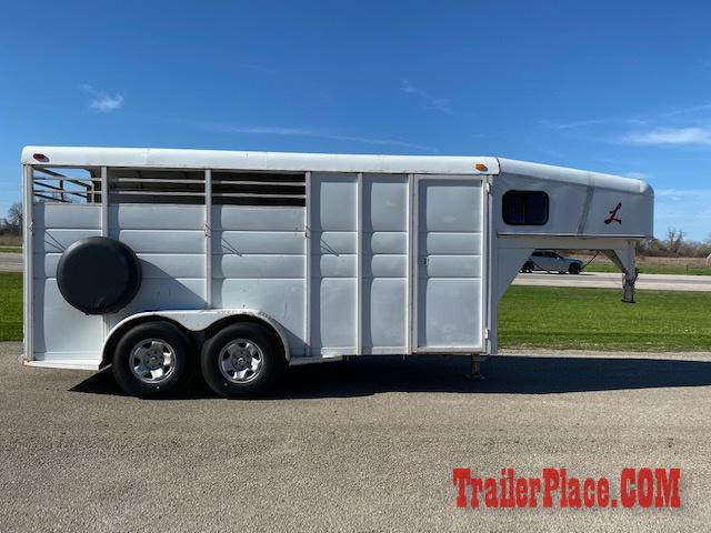 2009 Calico Trailer 3 Horse Slant W/ Tack Room