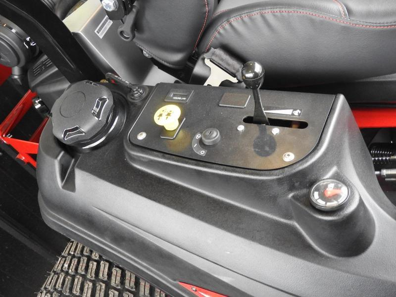 "Ferris Mowers ISX 2200Z 28HP EFI 61"""