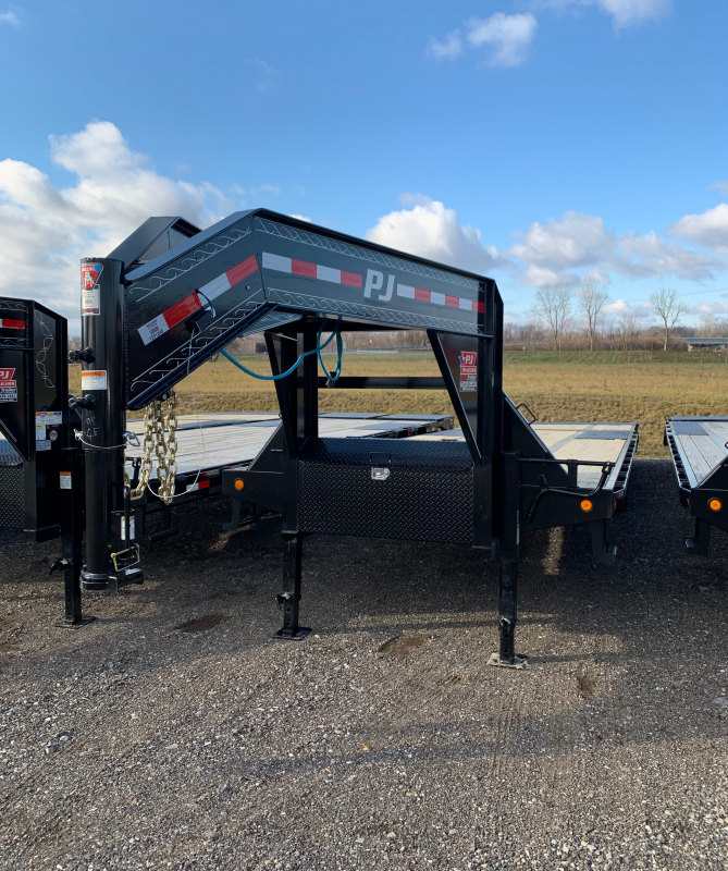 2020 PJ Trailers 32ft Gooseneck Flatbed Trailer