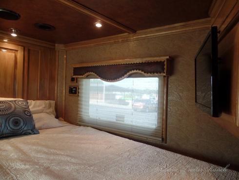2014 Bloomer 4H 18'sw 6.5'Slide Horse Trailer