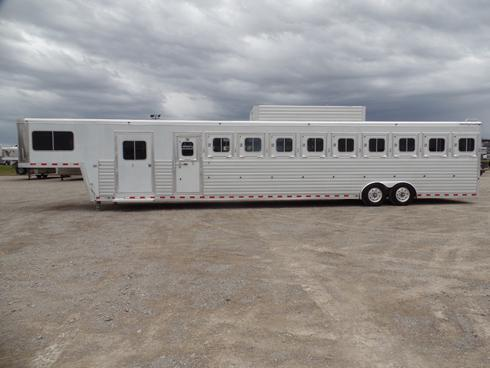 2005 Sterling Coach 10 Horse Trailer