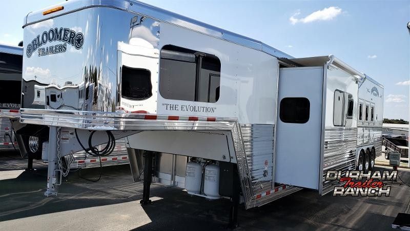 2020 Bloomer 4H PC Load w/ 17ft ShortWall and 6ft Hydr. Slide Horse Trailer