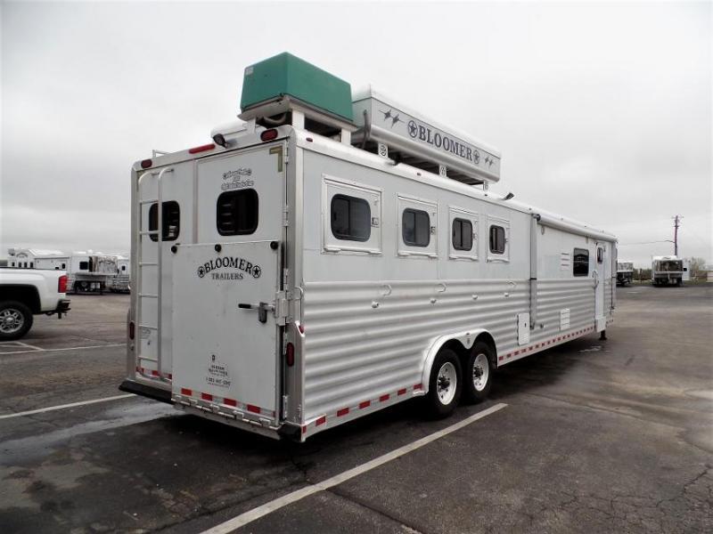 """2006 Bloomer 4Horse Trailer w/ 19'9"""" Short Wall LQ & 10' Slide Horse Trailer"""