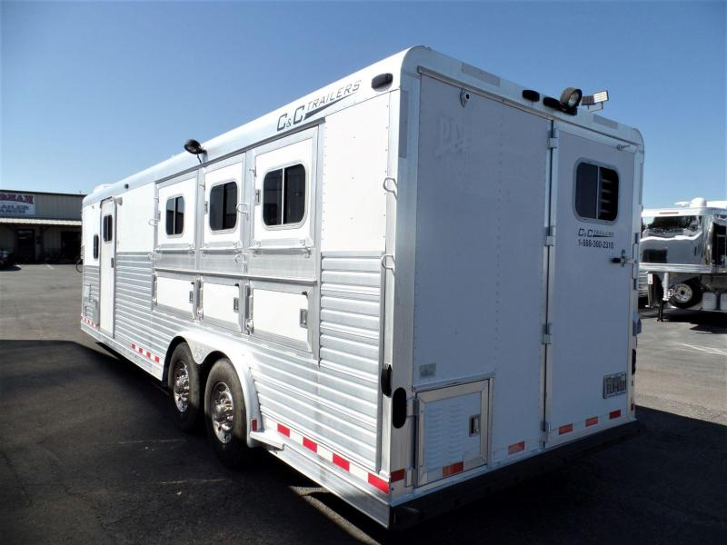 2003 C and C 3Horse Reverse Load w/ 8ft Short Wall Horse Trailer