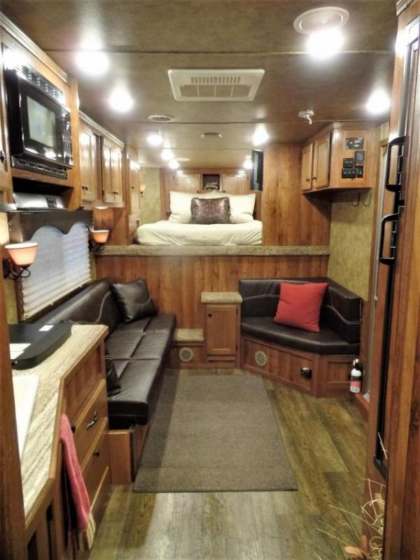 2016 Lakota Charger Edition 4Horse w/ 13.5' Short Wall Horse Trailer
